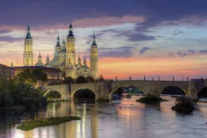 Basilica_of_Our_Lady_of_the_Pillar_and_the_Ebro_River,_Zaragoza